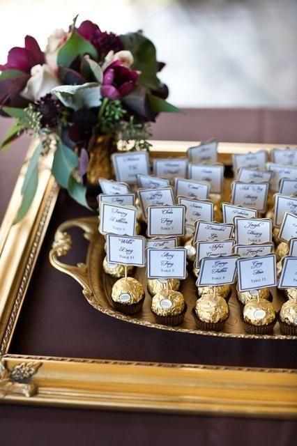 decoación con chocolates para bodas de oro