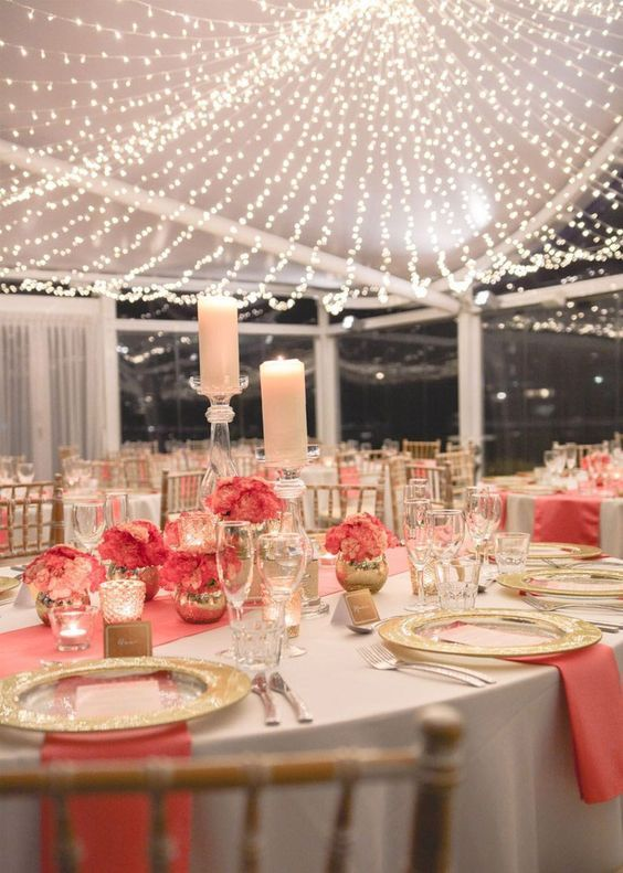 decoracion con luces en boda de oro