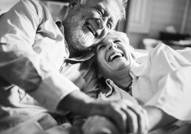 pareja de cincuenta años de casados
